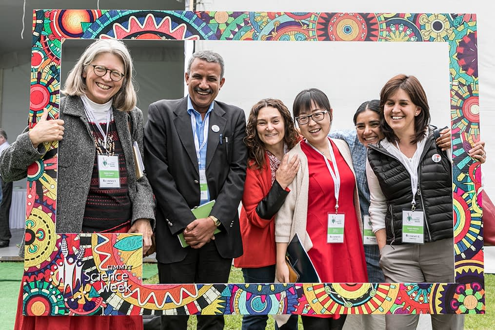 CIMMYT staff members take a selfie during CIMMYT's Science Week 2018. (Photo: Alfredo Saenz for CIMMYT)