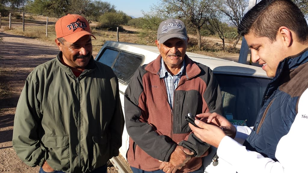 Surveyors in Mexico collect data from farmers. (Photo: CIMMYT)