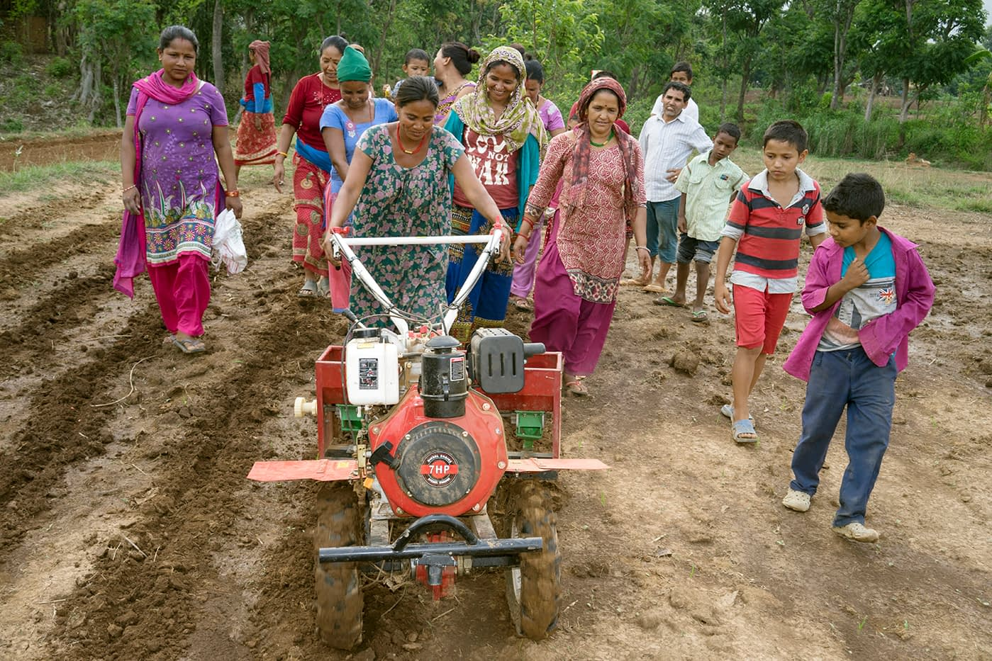 Women in Nepal using agricultural machinery. (Photo: Peter Lowe/CIMMYT)