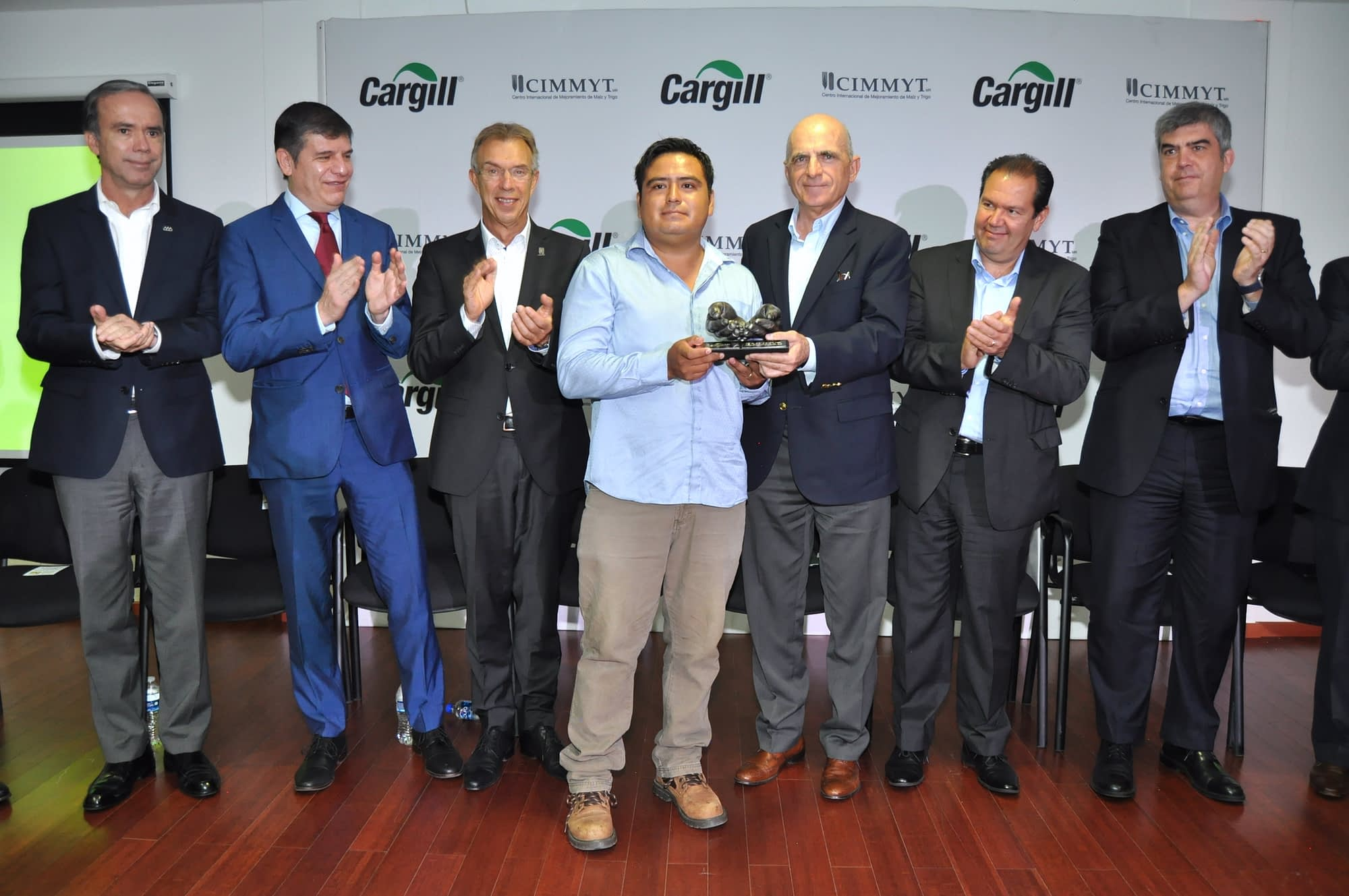Carlos Barragán (center) receives the Cargill-CIMMYT Award, in the Farmers category. Behind him are representatives from the organizations in the jury (from left to right): Bosco de la Vega, President of Mexico's National Agriculture Council; David Hernández, Global Chief Procurement Officer of Grupo Bimbo; Martin Kropff, Director General of CIMMYT; Jorge Zertuche, Mexico's Undersecretary of Agriculture; Marcelo Martins, President of Cargill Mexico; and José Sáenz, Chief of Staff to the Secretary of Economy. (Photo: CIMMYT)