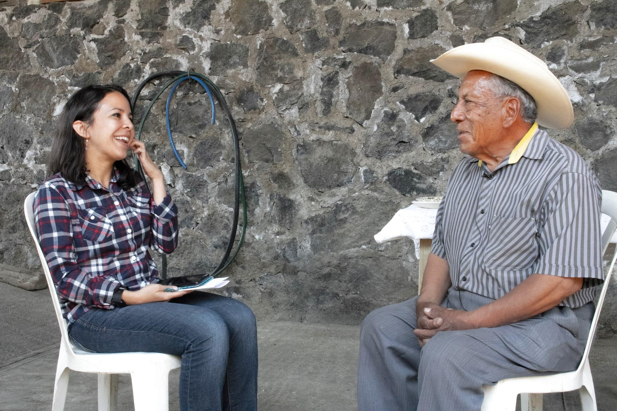 Doctoral candidate Denisse McLean-Rodríguez (left) interviews maize farmer Roque Juarez Ramirez at his family home in Morelos to explore his opinions on landrace conservation. (Photo: E. Orchardson/CIMMYT)