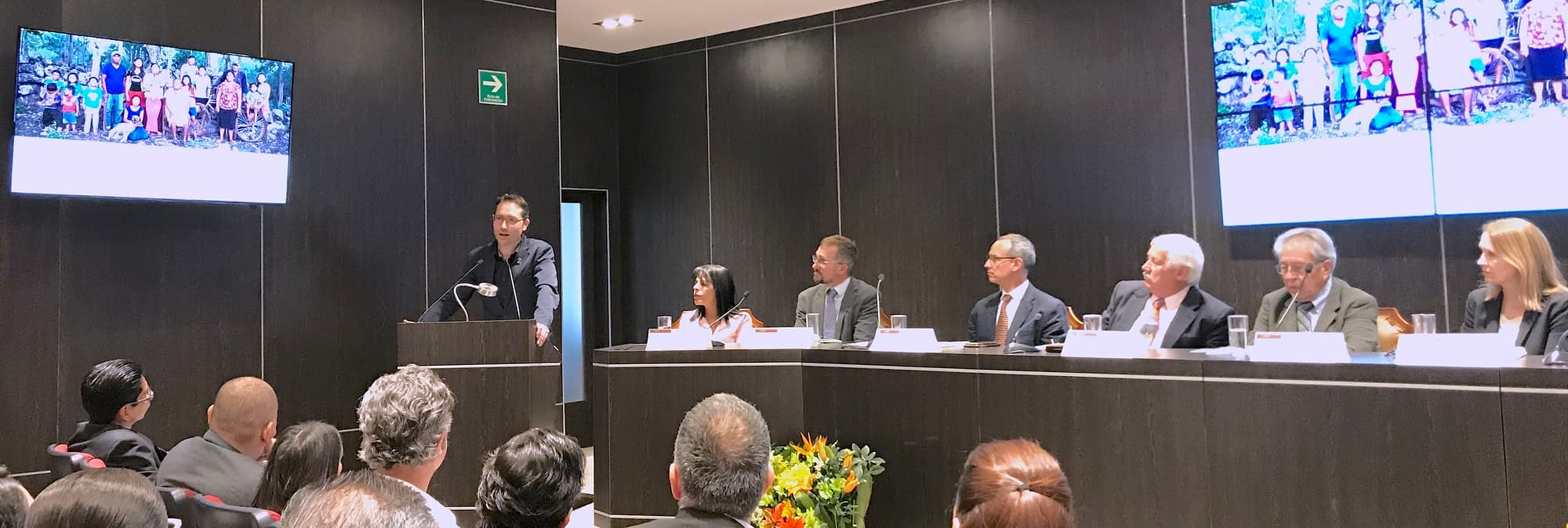 CIMMYT's director of innovative business strategies, Bram Govaerts (left), explained that three changes are needed to reduce the environmental impact of food systems in Mexico: innovation in production practices, reduction of food waste, and change of diets. (Photo: CIMMYT)