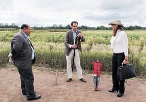 Víctor López (center)illustrates the use of CIMMYT's low-cost seed planters to Nuria Urquía and Julio César Rosette Castro. Photo: Miriam Shindler/CIMMYT