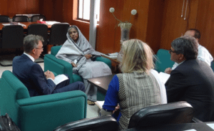Kropff (L) meets with Bangladesh's Agriculture Minister and Member of Parliament Begum Matia Chowdhury (2nd from left) to address the spread of wheat blast in the country, along with (from L-R) Nynke Kropff – Nammensma, CIMMYT-Bangladesh Country Representative TP Tiwari and Secretary of Agriculture Mohammad Moinuddin Abdullah. Photo: Zia Ahmed/CIMMYT