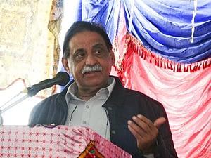 Mir Jan Muhammad Jamali addressing the farmers.