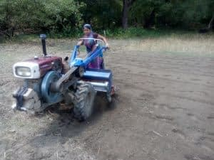 Dipty Roy operating her power take-off machinery in the village of Taltola, Rajbari. Photo: Rowshan Anis/iDE