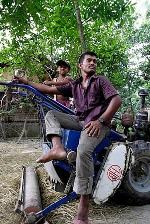 Local service provider Yunus operates various kinds of machinery that he offers to farmers in Barisal district, Bangladesh. Photo: S. Storr/CIMMYT