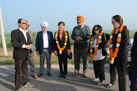 Offering a very warm welcome to the Australian High Commissioner and team by Arun Joshi. (Photo: Hardeep/CIMMYT)