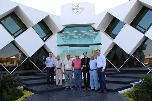 Bram Govaerts (third from right) with the members of management committee of the Río Fuerte Sur Farmer Association (AARFS) (Photo: José Saucedo)