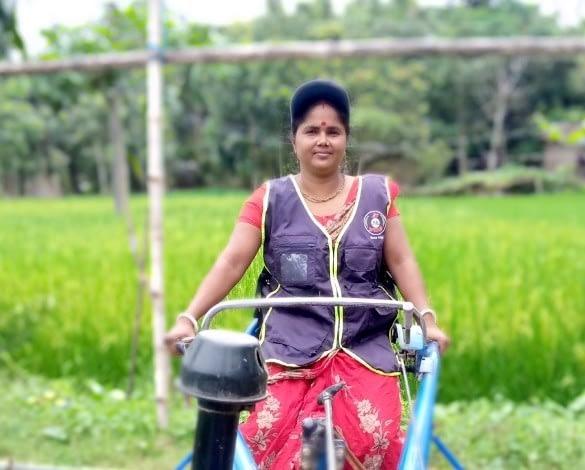 Pramila Mondal operates her power-tiller-operated seeder. (Photo: Shahabuddin Shihab/CIMMYT)