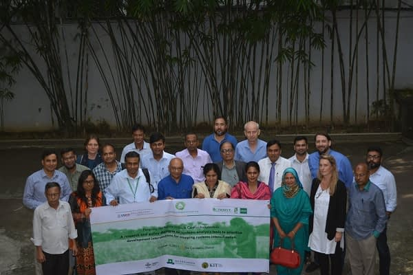 Group photo at ESAP workshop in Bangladesh. Photo: CSISA.