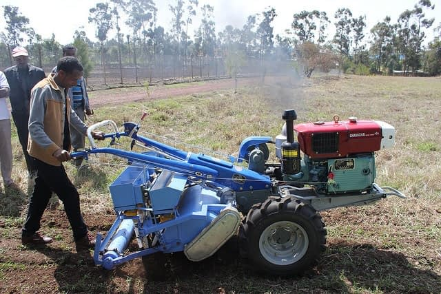 Bedilu Desta, an agricultural mechanization service provider, demonstrates a two-wheel tractor. (Photo: Frédéric Baudron/CIMMYT)