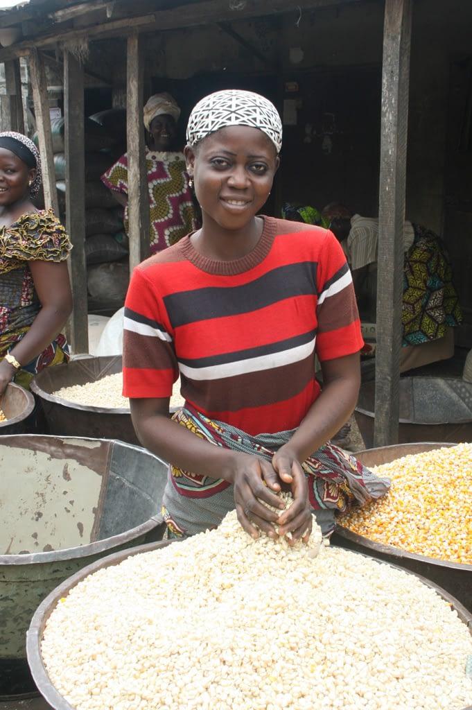Woman selling white maize at Bodija market in Ibadan, Nigeria. (Photo: Adebayo O./IITA)