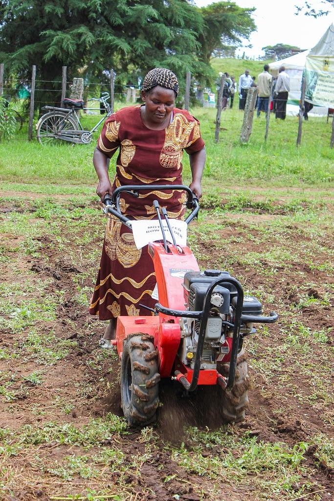 A woman demonstrates the use of a mini-tiller in Naivasha, Kenya. (Photo: Matt O'Leary/CIMMYT)