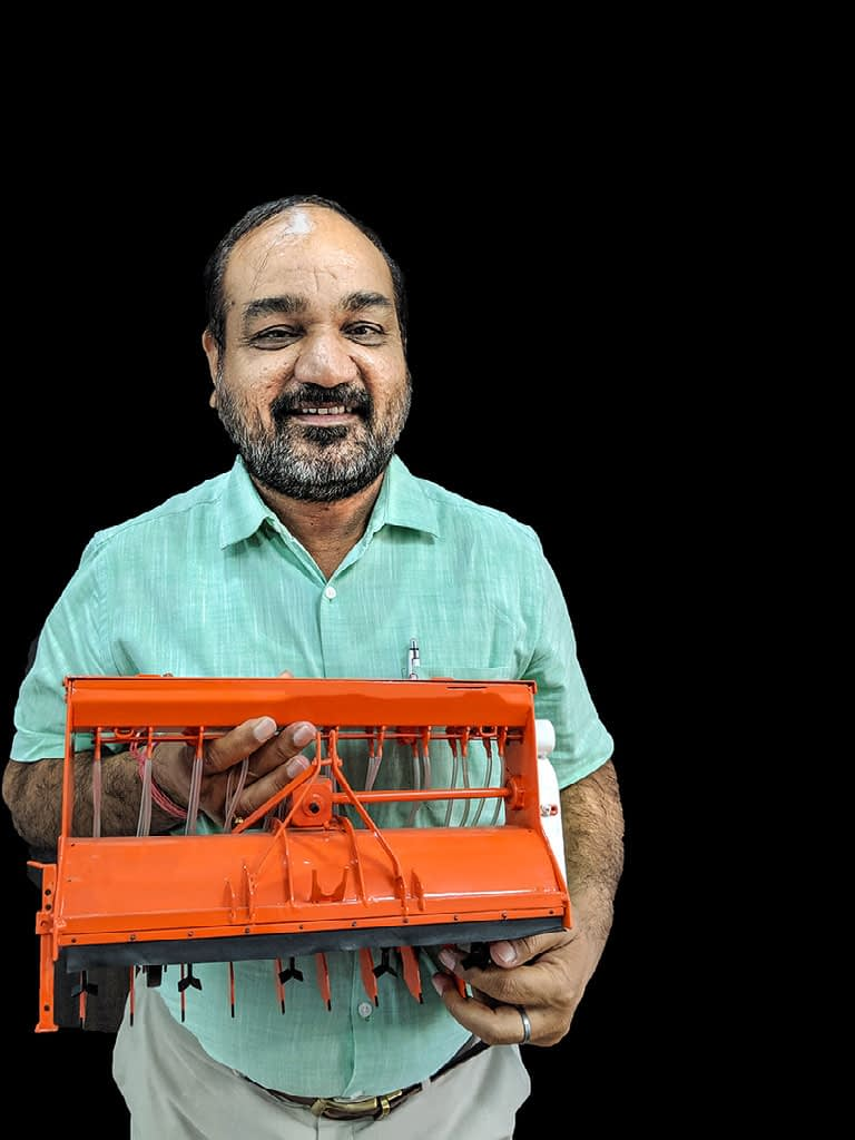 CIMMYT principal scientist M. L. Jat shows a model of a no-till planter that facilitates no-burn farming. (Photo: Dakshinamurthy Vedachalam/CIMMYT)